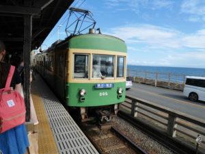 鎌倉高校前で撮影した江ノ電の車輌